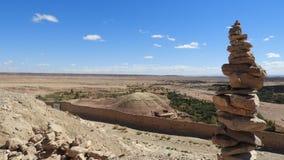 Ansicht von Kasbah Aît Ben Haddou, Maroc mit Steinturm stockbilder