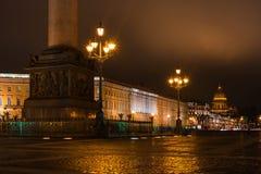 Ansicht von Kathedrale St. Isaacs vom Palast-Quadrat Nacht Photography Lizenzfreie Stockfotografie