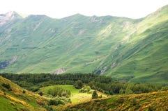 Ansicht von kaukasischen Bergen in Gudauri, Georgia lizenzfreies stockbild