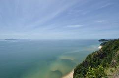 Ansicht von Keluang-Hügeln, Terengganu, Malaysia über Südchinesisches Meer Lizenzfreie Stockbilder