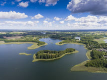 Ansicht von kleinen Inseln auf dem See in distri Masuria und Podlasie Lizenzfreies Stockfoto