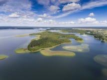 Ansicht von kleinen Inseln auf dem See in distri Masuria und Podlasie Lizenzfreie Stockbilder