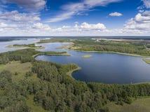 Ansicht von kleinen Inseln auf dem See in distri Masuria und Podlasie Lizenzfreie Stockfotos