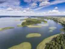 Ansicht von kleinen Inseln auf dem See in distri Masuria und Podlasie Stockbilder