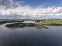 Ansicht von kleinen Inseln auf dem See in distri Masuria und Podlasie Stockbild