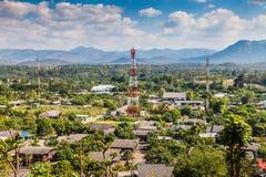 Ansicht von ländlichen Gebieten, Antenne der Kommunikation und Wolke Stockbild