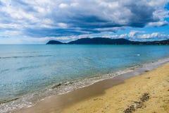 Ansicht von Laganas-Bucht vom Kalamaki-Strand auf Zakynthos Stockfotografie