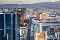 Ansicht von Las Vegas vom Stratosphäre-Turm an der Dämmerung Stockfotos