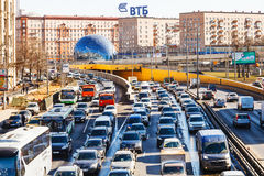 Ansicht von Leningradskoye-shosse im Frühjahr Stockbilder