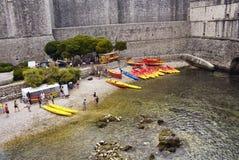 Ansicht von Leuten, Rotes/Gelbwasser fährt Kayak Lizenzfreie Stockfotografie