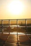 Ansicht von Liberty Statue durch Schiffszaun Lizenzfreie Stockfotografie