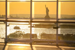 Ansicht von Liberty Statue vom Kreuzschiff Stockbilder