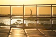 Ansicht von Liberty Statue vom Schiff Stockbild