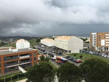 Ansicht von Lissabon Riviera von einem Fenster des Hotels wirkliches Oeiras Lizenzfreie Stockfotos