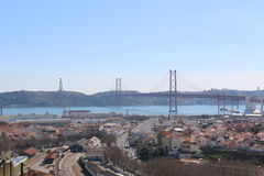 Ansicht von Lissabon und von Brücke am 25. April - Portugal Lizenzfreie Stockfotos