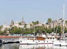 Ansicht von Luxusyachten am Hafen olympisch in Barcelona stockbilder