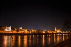 Ansicht von Magdeburg und von Fluss Elbe nachts mit Sternen Lizenzfreies Stockfoto