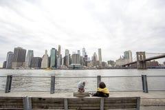 Ansicht von Manhattan über dem East River stockbild