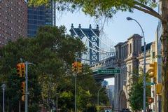 Ansicht von Manhattan-Brücken- und Madison Street-Gebäuden stockfoto