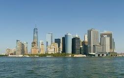 Ansicht von Manhattan-Wolkenkratzern von der Seeseite Stockfoto