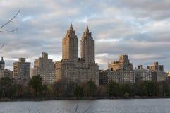 Ansicht von Manhttan-Gebäuden vom Central Park, New York Lizenzfreie Stockfotos