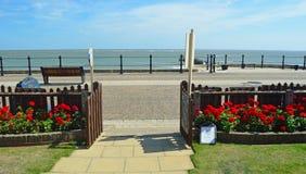 Ansicht von Meer und von Promenade vom Garten Stockfoto