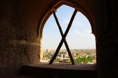 Ansicht von Meybod-Stadt von Narin-Schloss, der Iran lizenzfreies stockfoto