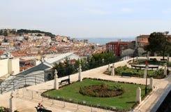 Ansicht von Miradouro Sao Pedro de Alcantara, Lissabon Lizenzfreie Stockbilder