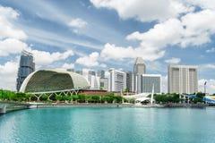 Ansicht von modernen Gebäuden und von Marina Bay Moderner Wolkenkratzer im Bau lizenzfreie stockbilder