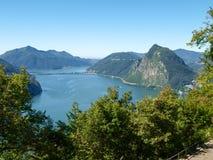 Ansicht von Monte Bre im Golf von Lugano Stockbilder