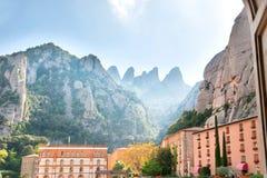 Ansicht von Montserrat Monastery auf dem Berg Lizenzfreie Stockbilder
