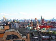 Ansicht von Moskau von der Aussichtsplattform auf dem Lubyanka des Speicher Kind-` s Shops Stockfoto
