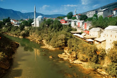 Ansicht von Mostar von der alten Brücke, Bosnien Lizenzfreies Stockbild