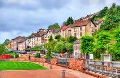 Ansicht von Moyenmoutier, eine Stadt in den Vosges-Bergen - Frankreich Lizenzfreies Stockfoto
