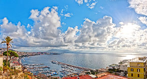Ansicht von Neapel und von Vesuv von Posillipo-Hügel Lizenzfreies Stockbild