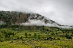 Ansicht von nebeligen Bergen Burjatien Russland stockbilder