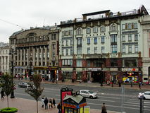 Ansicht von nevsky prospekt von der offenen Galerie des zentrales Kaufhaus gostiny dvor Stockbild