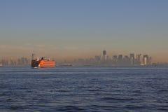 Ansicht von New York City, USA Staten- Islandfähre Stockbild