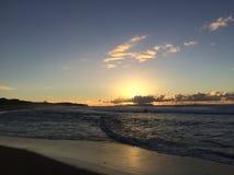 Ansicht von Niihau-Insel vom Abstreifensand-Strand am Polihale-Nationalpark auf Kauai-Insel Lizenzfreie Stockfotos