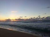 Ansicht von Niihau-Insel vom Abstreifensand-Strand am Polihale-Nationalpark auf Kauai-Insel Lizenzfreie Stockbilder