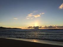 Ansicht von Niihau-Insel vom Abstreifensand-Strand am Polihale-Nationalpark auf Kauai-Insel Lizenzfreies Stockfoto