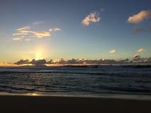 Ansicht von Niihau-Insel vom Abstreifensand-Strand am Polihale-Nationalpark auf Kauai-Insel Stockbilder