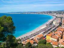 Ansicht von Nizza mit bunten historischen Häusern in der alten Stadt und im Meer Nett, Taubenschlag d ` Azur, Frankreich lizenzfreies stockbild