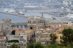 Ansicht von Notre Dame de la Garde am alten und neuen Hafen, Marseille Lizenzfreie Stockfotos