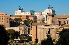Ansicht von oben genanntem des Kaiserforums in Rom mit dem Hintergrund PU Lizenzfreies Stockfoto