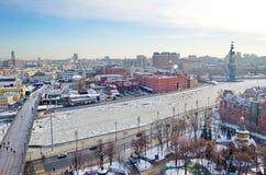 Ansicht von oben genanntem des Moskaus und der patriarchalischen Brücke, Moskau, Russland Stockfotos