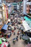 Ansicht von oben genanntem zum Stau am vietnamesischen Straßenkennzeichen stockbilder