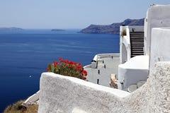 Ansicht von Oia und von Kessel von Santorini, Griechenland Lizenzfreies Stockbild