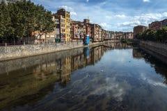 Ansicht von Onyar-Fluss, Girona, Spanien Stockfoto