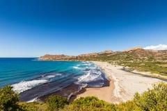 Ansicht von Ostriconi-Strand und von Wüsten-DES Agriates in Korsika Stockbild